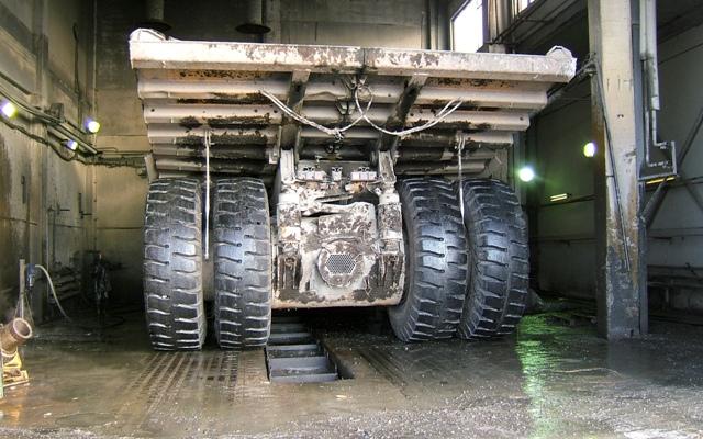 Для мытья большой машины необходимо подготовить пространство