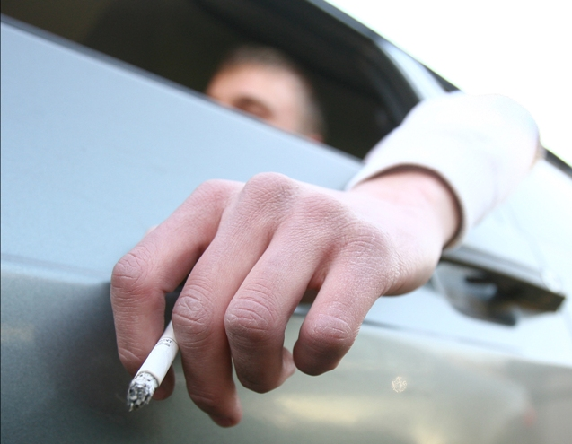 Сигаретный дым может стать причиной загрязнения потолка