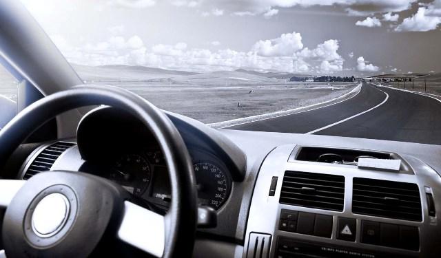 Чистые автомобильные окна создают хорошую обзорность