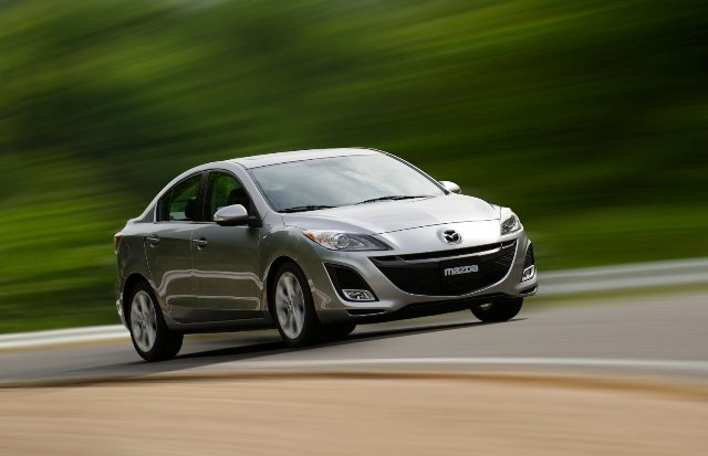 Mazda 3 - популярное среди молодежи авто