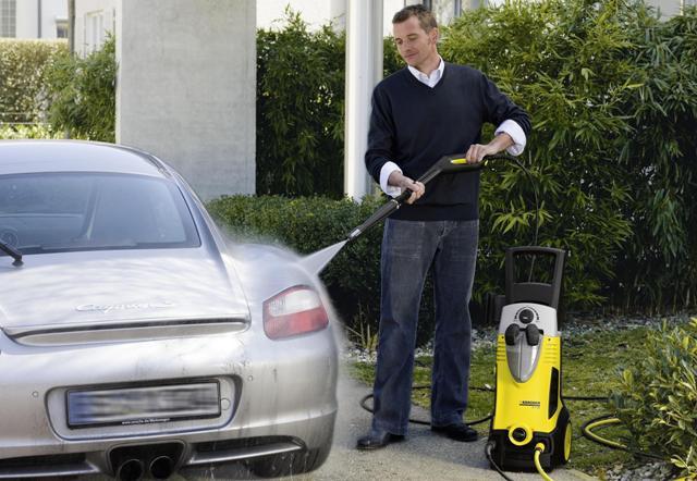 Мытье автомобиля с помощью мини-мойки