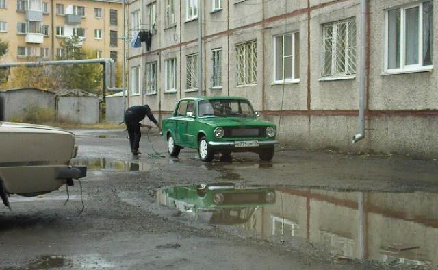 Запрещено мыть авто во дворах