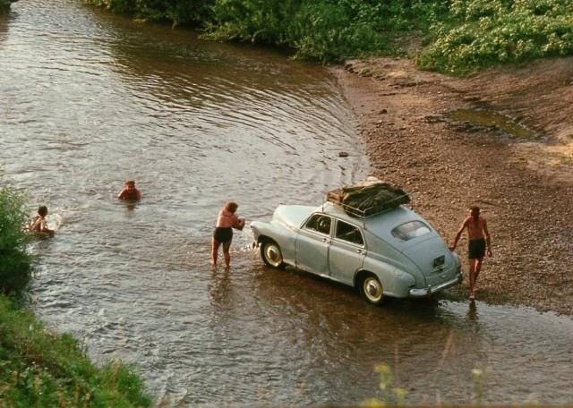 Не следует мыть авто около водоемов