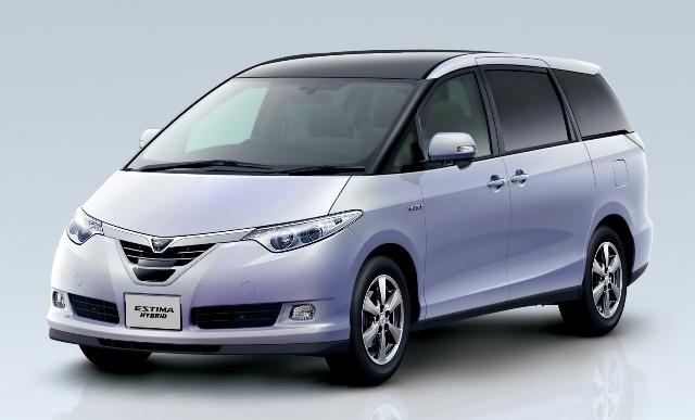 Toyota Estima - восьмиместный автомобиль
