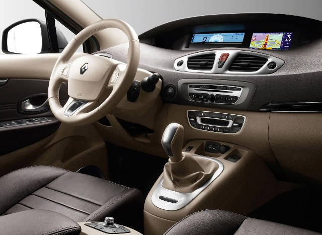 Салон автомобиля Renault Scenic